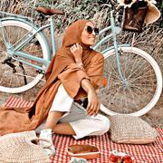 ▪️Les moments les plus simples sont les meilleurs ▪️ @bint_fafa @perleetbijoux @yzaaa_lyaaa  Tague les personnes avec qui tu veux vivre un beau moment simple et inoubliable⬇️ . . #modeetmastour #mode #fun #momentpresent #tendance #cute #hijab #hijabstyle #hijaboutfit #hijabinspiration #hijabfashion #love #vacances #shooting