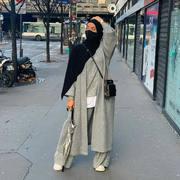 ▪️Bientôt la news co en ligne Ce manteau sera dispo en noir gris et camel avec une énorme écharpe 🧣 ▪️